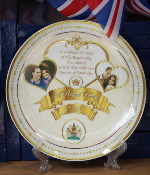 Великобритания изготавливает продукцию, связанную с рождением наследника британского престола. Фото: Peter Macdiarmid/Getty Images