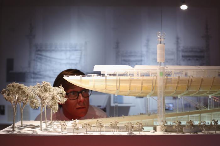 Модель конгресс-центра Рима на выставке британского архитектора Ричарда Роджерса «Наизнанку» в Королевской академии искусств Лондона 16 июля 2013 года.  Фото: Oli Scarff/Getty Images