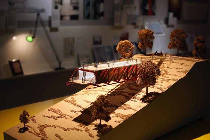 Модель «Галереи» в отеле Chateau la Coste на выставке британского архитектора Ричарда Роджерса «Наизнанку» в Королевской академии искусств Лондона 16 июля 2013 года.  Фото: Oli Scarff/Getty Images