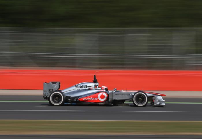 Датчанин Кевин Магнуссен установил лучшее время в первый день коллективных тестов Формулы-1 в Сильверстоуне 17 июля 2013 года. Фото: Mark Thompson/Getty Images