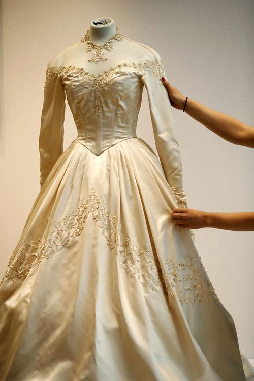 Первое свадебное платье легенды Голливуда Элизабет Тейлор на аукционе Christies в рамках продаж серии «Поп-культура». Фото: Matthew Lloyd/Getty Images