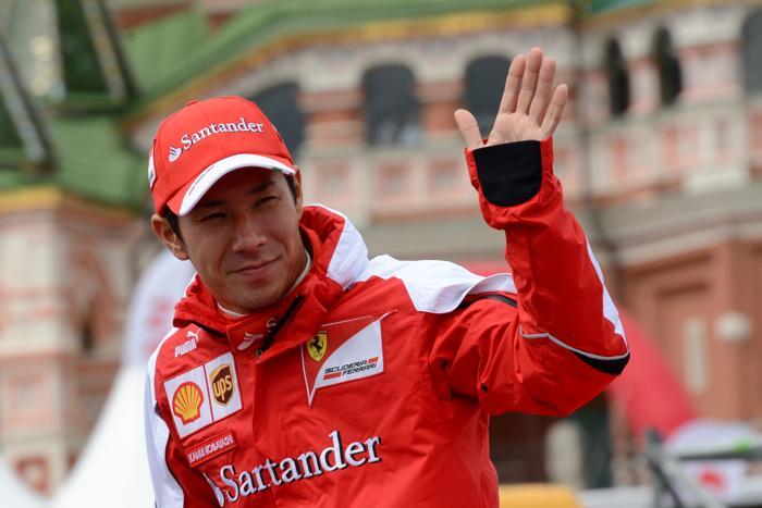 Пилот Ferrari, японец Камуи Кобаяши на авто-мотошоу Moscow City Racing в Москве 21 июля 2013 года. Фото: KIRILL KUDRYAVTSEV/AFP/Getty Images
