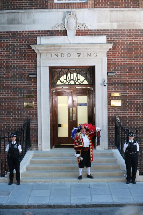В Великобритании объявили о рождении наследника престола 22 июля 2013 года. Фото: Chris Jackson/Getty Images