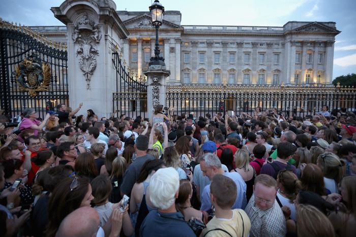 В Великобритании объявили о рождении наследника престола 22 июля 2013 года. Фото: Peter Macdiarmid/Getty Images