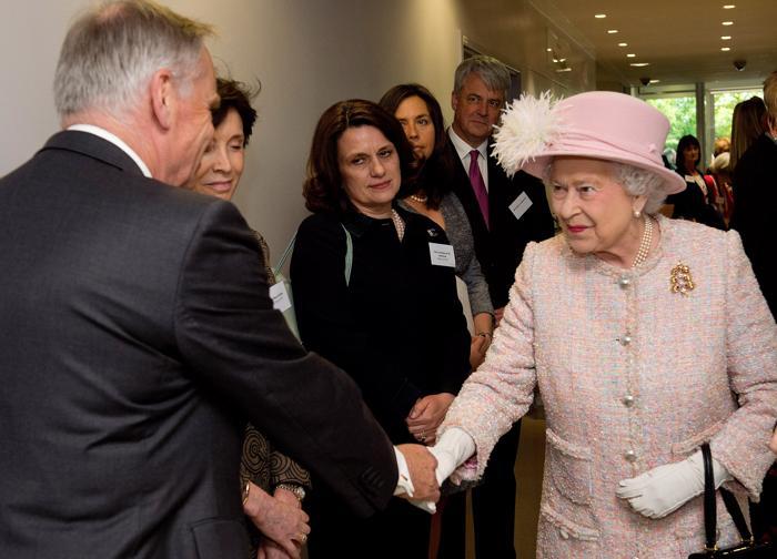 Королева Елизавета II открыла больницу в Кембридже. Фото: Chris Harris - WPA Pool/Getty Images