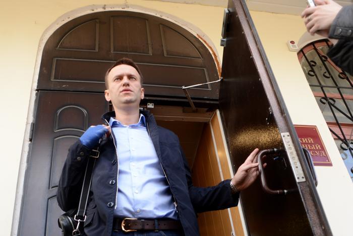 Алексей Навальный заявил в суде о своей невиновности. Фото: KIRILL KUDRYAVTSEV/AFP/Getty Images