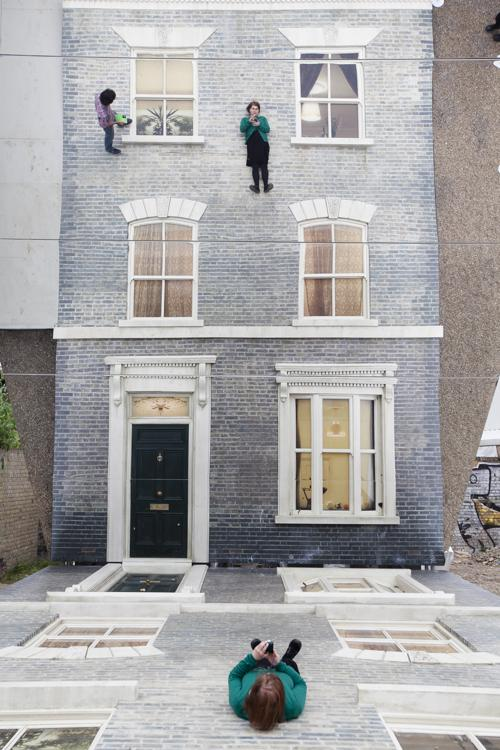 Инсталляция Леандро Эрлиха «Зеркальный дом» появилась в Лондоне. Фото: Dan Dennison/Getty Images