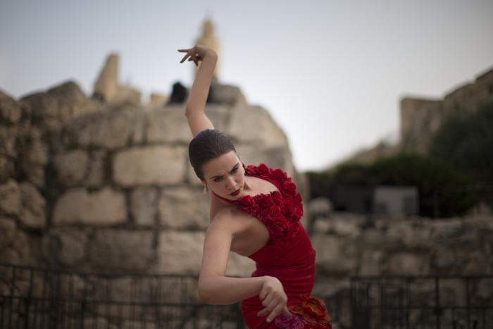 Танцоры спектакля провели репетицию в музее «Башня царя Давида» в Израиле. Фото: Uriel Sinai/Getty Images