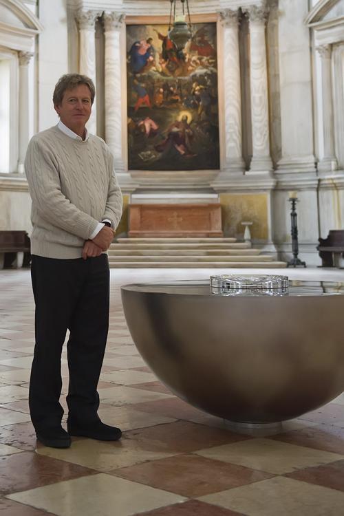 Архитектор Джон Посон рядом со своим творением. Фото: Marco Secchi/Getty Images