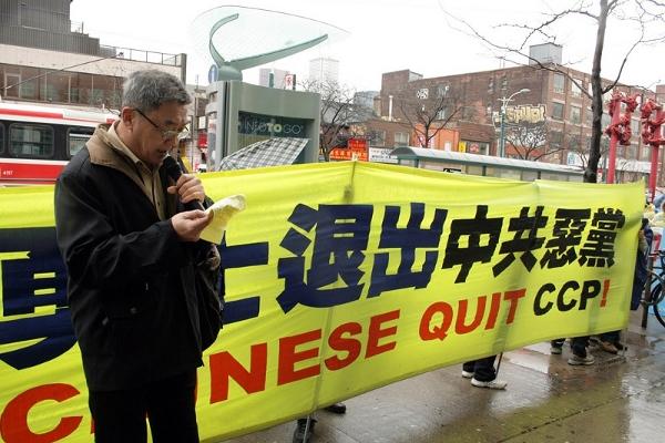 Выступает Су Мин. Фото: Yi Wang/The Epoch Times