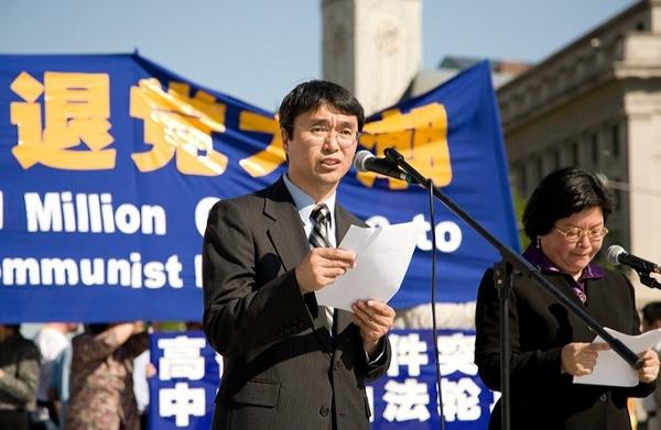 Выступает профессор Сунь Яньцзюнь. Фото: John Yu/The Epoch Times