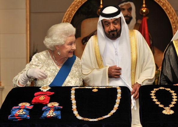 Королева Великобритании Елизавета II в  столице Объединенных Арабских Эмиратов Абу-Даби, 25 ноября   2010 года. Фото:Chris Jackson/Getty Images