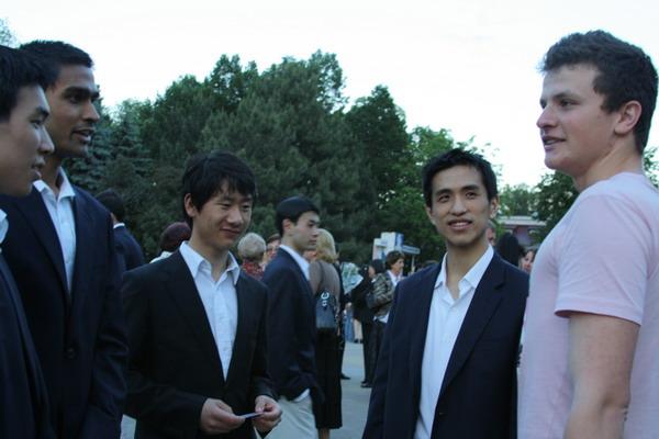 Пресс-конференция под открытым небом с  артистами  труппы Shen Yun из Нью-Йорка. Фото: Великая Эпоха
