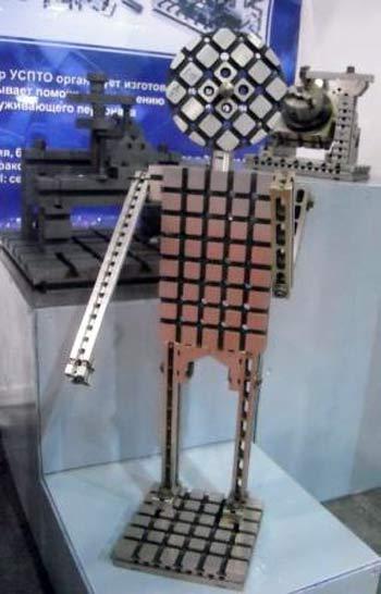 Робот, собранный в Нижнем Новгороде из универсально-сборных приспособлений. Фото: Юлия Блохина/Великая Эпоха