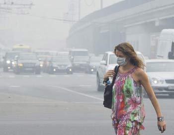 За последние недели смертность в столице увеличилась в 2 раза, в Подмосковье - на 25%. Фото: NATALIA KOLESNIKOVA/AFP/Getty Images