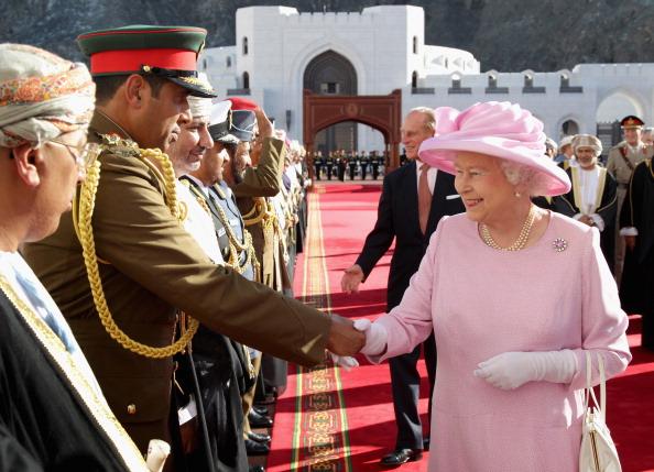 Королева Великобритании Елизавета II в Омане, 26 ноября 2010 года. Фото:  John Stillwell - Pool/Getty Images