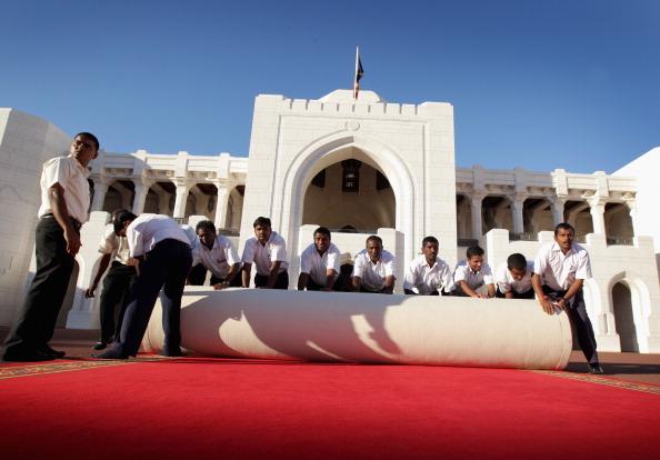 Прием Елизаветы II в Омане, 26 ноября 2010 года. Фото:  John Stillwell - Pool/Getty Images