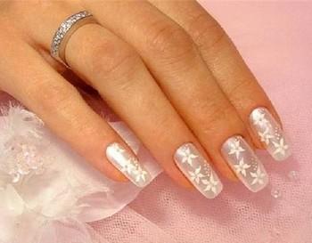 Как продлить жизнь накладным ногтям? Фото с votrube.ru
