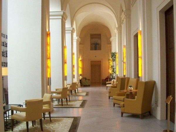 Послеобеденный чай в монастыре Lounge в Mandarin Oriental-Prague. Фото Терри Хирша