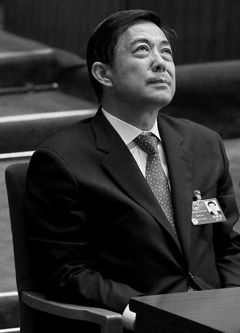 Опальный бывший член Политбюро Бо Силай на закрытии сессии Всекитайского собрания народных представителей, 14 марта 2012 года, Пекин, Китай. На следующий день Бо будет снят со своих постов компартии. Фото: Lintao Zhang/Getty Images