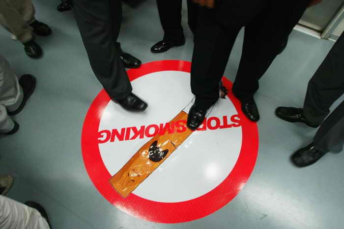 Всемирный день без табака отмечают россияне, активно информируя общественность о вреде курения. Фото: Chung Sung-Jun/Getty Images