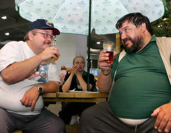 «Пивной живот» растет от крепких напитков. Фото: Cate Gillon/Getty Images