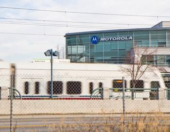 Монорельсовый,  скоростной трамвай  останавливается  около офиса Motorola Mobility в Силиконовой Долине, на Moffett Towers. Фото: Jan Jekielek/The Epoch Times