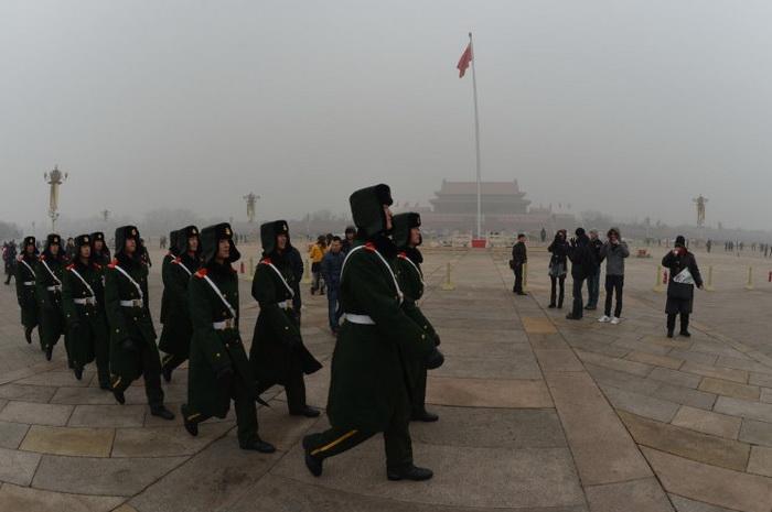 Китайская военизированная полиция марширует по площади Тяньаньмэнь в Пекине, 30 января 2013 года. Фото: Mark Ralston/AFP/Getty Images