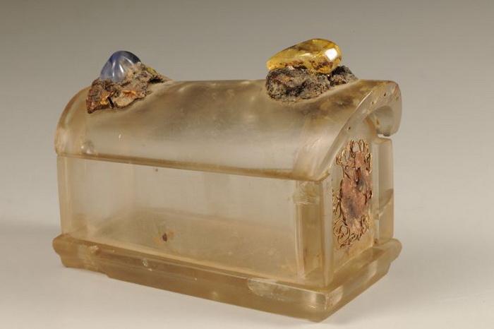 Эта алебастровая шкатулка предназначалась для хранения кости Будды. Эта самая маленькая из восьми других шкатулок, каждая из которых помещается внутри другой. Фото: The Bowers Museum