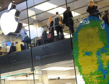 Стиву Джобсу,  основателю корпорации Apple, в  пятницу, 24 февраля, исполнилось бы 57 лет. Фото: CHRISTOF STACHE/AFP/Getty Images