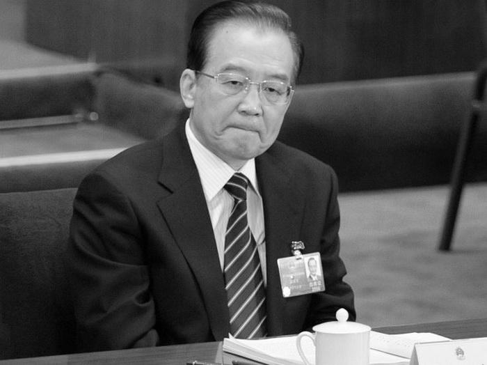 Китайский премьер Вэнь Цзябао на ежегодной сессии Всекитайского собрания народных представителей (ВСНП) в Большом народном зале, Пекин, 8 марта 2012 года. 25 октября 2012 года «Нью-Йорк Таймс» опубликовала отчёт о невероятных богатствах, накопленных членами семьи премьера Госсовета КНР Вэнь Цзябао. Фото: Liu Jin/AFP/Getty Images