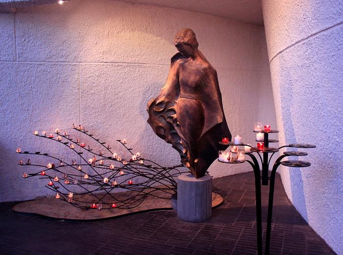 Руан. Памятник Жанне дАрк в современном соборе Фото: Ирина Рудская/Великая Эпоха (The Epoch Times)