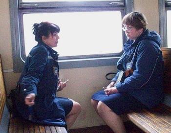«Мерно постукивают колеса поезда, ведут случайные попутчицы неспешный задушевный разговор». Фото с сайта proza.ru