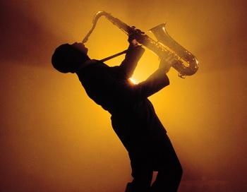 Уличный саксофонист. Фото с сайта kotofot.ru