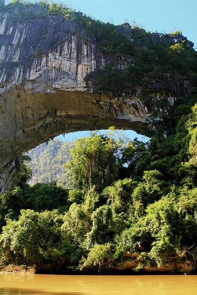 Самый большой естественный мост в мире. Фото с сайта ba-bamail