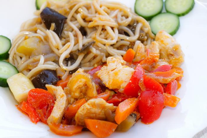 Дочкин ужин — блюдо Noodle. Фото: Хава Тор/Великая Эпоха (The Epoch Times)