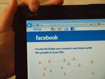Каким образом Facebook и др. влияют на подростков. Фото: Хава Тор/Великая Эпоха (The Epoch Times)