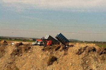 Незаконная свалка в Шушарах. Экологи и жители обеспокоены.. Фото  с сайта greenfront.su