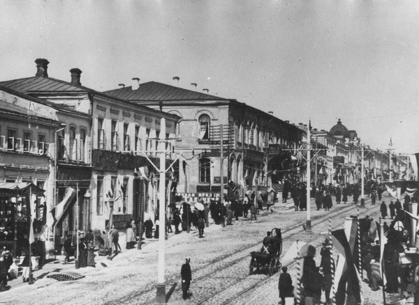 Старый город Орел. Улица Болховская. Видите рельсы? Раньше по ней ходили трамваи... Фото: valley.ru