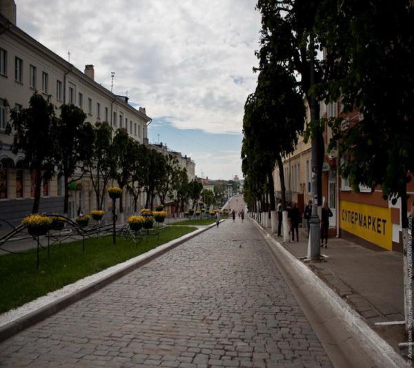 Орел современный. Так сейчас выглядит улица Болховская. Брусчатка, к сожалению, сохранилась лишь на небольшом отрезке улицы... Фото: venividi.ru