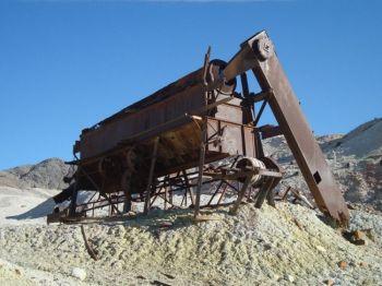 Заброшенное горное оборудование напоминает о времени, когда этот район был более населённым. Фото: Нэнси Дуглас