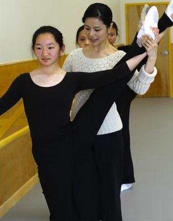 Три часа обучения танцам в сутки даёт прочную основу,  улучшая учёбу по другим предметам. Фото: Fei Tian Academy of the Arts California