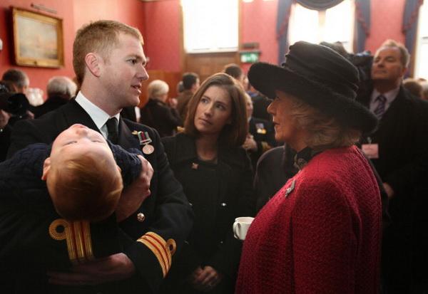 Герцогиня Корнуолльская Камилла лично вручила медали медперсоналу Королевского ВМФ Великобритании. Фото: Julian Simmonds - WPA Pool/Getty Images