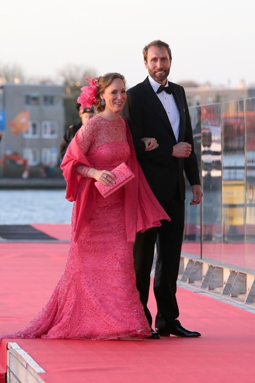 Принцесса Маргарита Бурбон-пармская и Тьяллинг Сиеб тен Кате на официальной церемонии принятия присяги короля Виллема-Александра в Нидерландах 30 апреля 2013 года. Фото: Chris Jackson/Getty Images