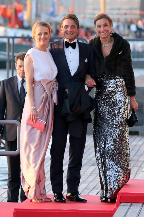 (л-п)Принцесса Мейбл Оранский-Нассау, принц Нидерландов Мауритс и Мари-Элен Анжела Ван ден Брук  на официальной церемонии принятия присяги короля Виллема-Александра в Нидерландах 30 апреля 2013 года. Фото: Chris Jackson/Getty Images