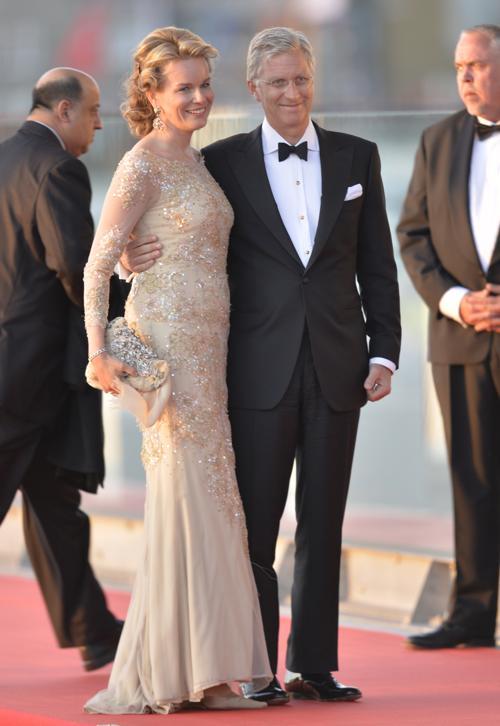 Принц Бельгии Филипп и его супруга принцесса Матильда на официальной церемонии принятия присяги короля Виллема-Александра в Нидерландах 30 апреля 2013 года. Фото:  ODD ANDERSEN/AFP/Getty Images