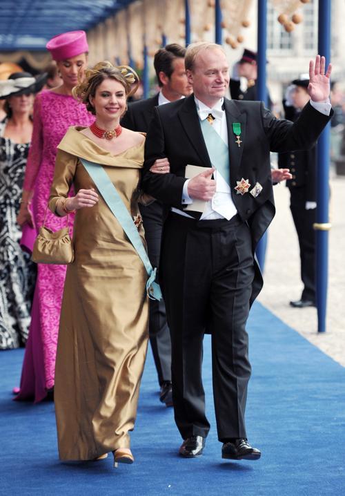 Карлос, герцог Пармы и его жена Аннемари, герцогиня пармская на официальной церемонии принятия присяги короля Виллема-Александра в Нидерландах 30 апреля 2013 года. Фото: CARL COURT/AFP/Getty Images