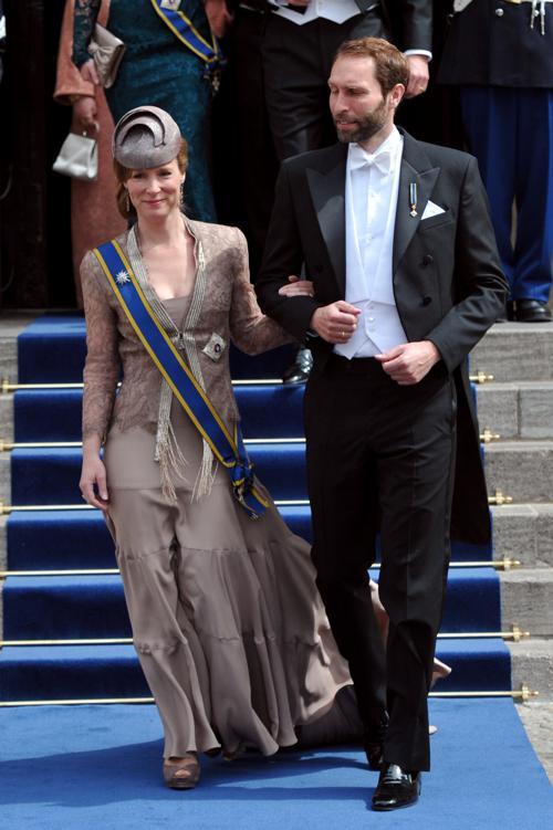 Герцог Люксембурга Гийом и княгиня Стефани на официальной церемонии принятия присяги короля Виллема-Александра в Нидерландах 30 апреля 2013 года. Фото: CARL COURT/AFP/Getty Images