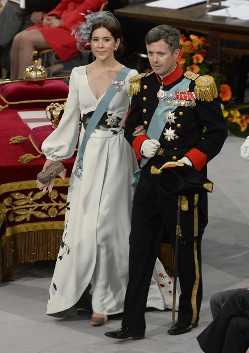 Наследный принц Дании Фредерик и его жена кронпринцесса Мэри на официальной церемонии принятия присяги короля Виллема-Александра в Нидерландах 30 апреля 2013 года. Фото: FRANK VAN BEEK/AFP/Getty Images