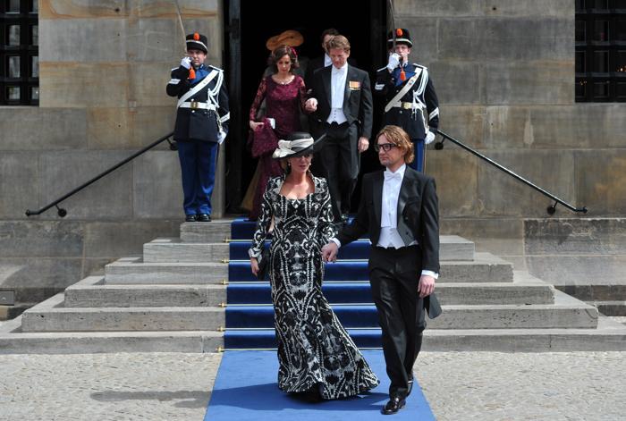 Принц Бернард Оранский-Нассау, ван Волленховен и принцесса Аннет Оранский-Нассау, ван Волленховен -Секрев  на официальной церемонии принятия присяги короля Виллема-Александра в Нидерландах 30 апреля 2013 года. Фото: CARL COURT/AFP/Getty Images